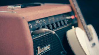 E-Gitarre mit Ibanez Verstärker