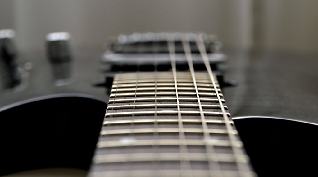 Saiten einer E-Gitarre